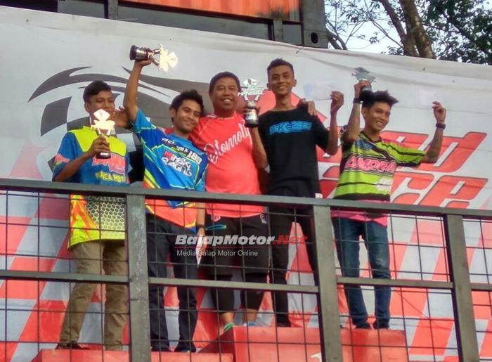 Datang Jauh Dari Lampung, KJR MVK Racing Team Borong Piala di Montesz Road Race Lahat https://balapmotor.net/nasional/datang-jauh-dari-lampung-kjr-mvk-racing-team-borong-piala-di-montesz-road-race-lahat