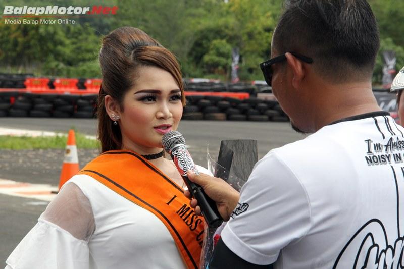 Menarik Nih, Sirkuit Manggul Adakan Pemilihan Miss Circuit Saat Balap
