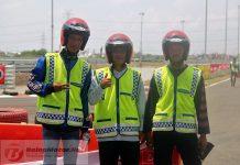NHK Berikan Helm Untuk Marshal Sirkuit Gelora Bung Tomo Surabaya