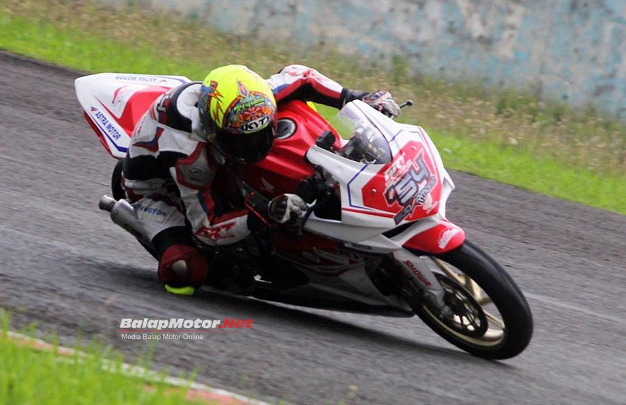 Pertarungan Tiga Pabrikan Pada Race 1 Kejurnas Sport 250, Sudharmono Juaranya
