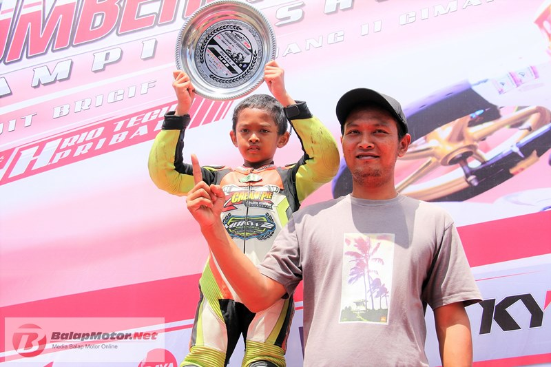Baru Dua Kali Turun Road Race, Bocah 10 Tahun M Diandra Mampu Podium Kedua di Trijaya Sumber Production Round 1 2018