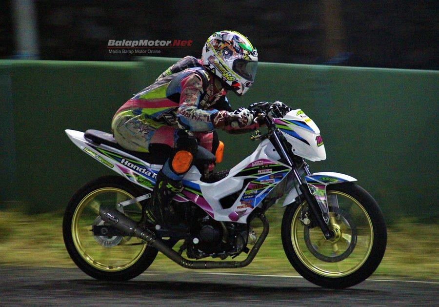 Kejurnas Pirelli Motoprix Sidrap 2018 : Juarai Kelas MP3, Maulana Ibrahim Buktikan Kualitas Ban Pirelli Diablo Rosso Corsa II