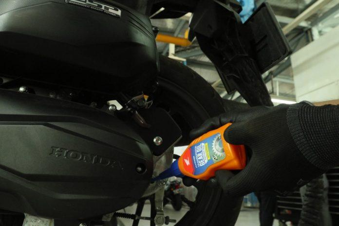 Pelumas Sintetis AHM Oil Khusus Transmisi Skutik, Viskositas Lebih Tinggi!