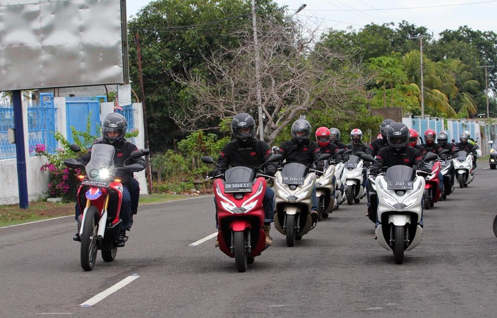 PCX Luxurious Touring Jelajahi 4 Pulau